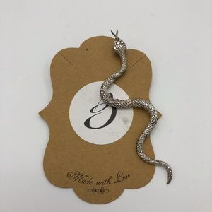 Jewelry - Single silver snake earring